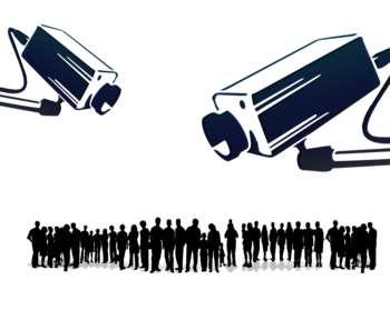 Symbolbild: Kameras zeigen auf die Bevölkerung