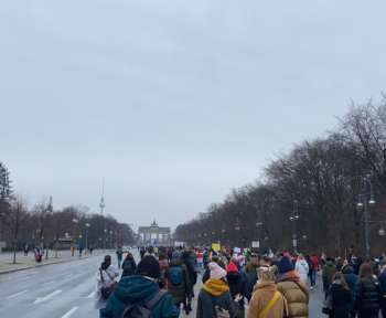 Demonstrierende auf Berlins Straßen