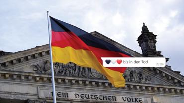 """Reichstag mit Deutschlandflagge, davor eine Chat-Nachricht mit dem Inhalt """"Blau, weiß, rot bis in den Tod"""""""