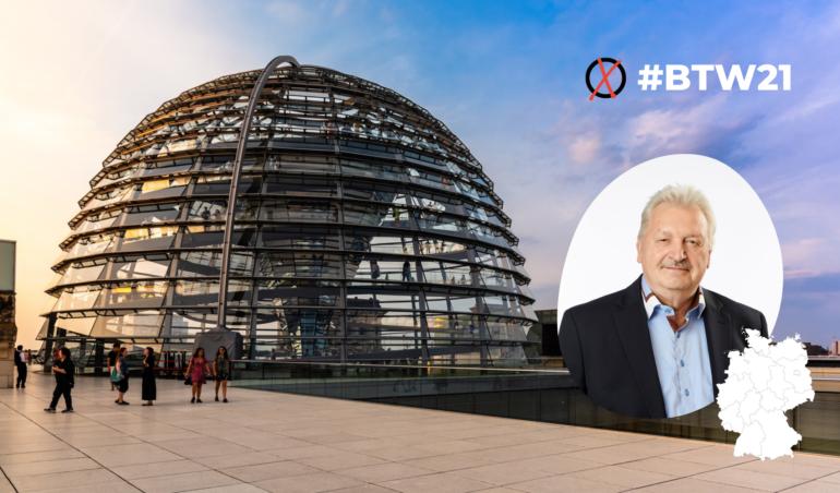 Fotomontage mit Bundestagskuppel und Herrn Nünthel